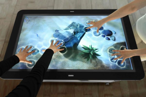 interactive-touchscreen-display-thumb